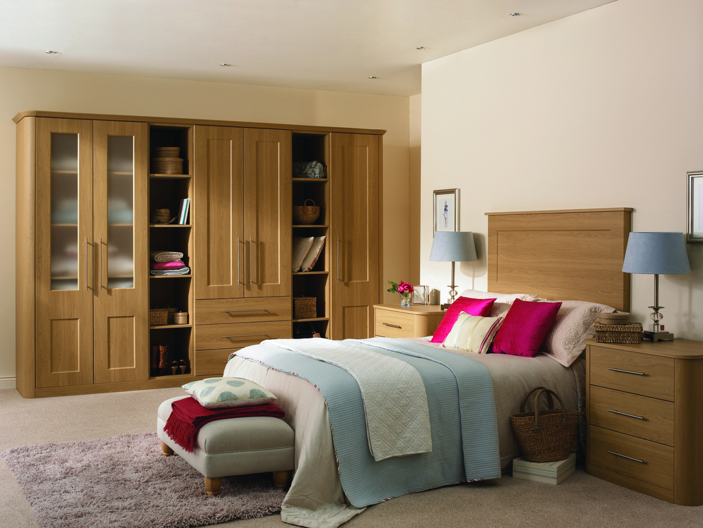 http://www.ianwoodbespokeinteriors.co.uk/wp-content/uploads/2017/01/Lissa_Oak_Cambridge_Bedroom.jpg